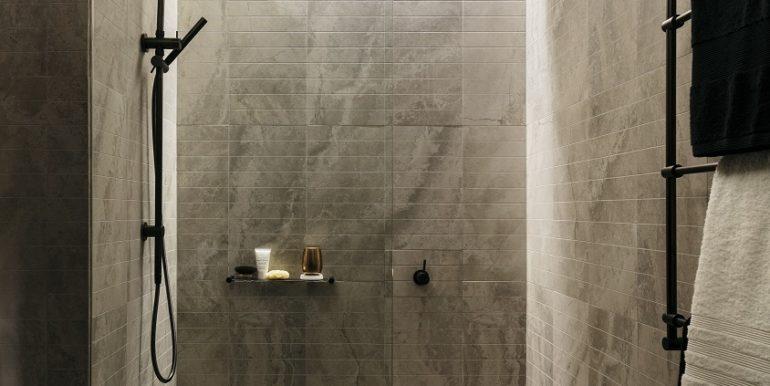 8PHILLIPST_Shower