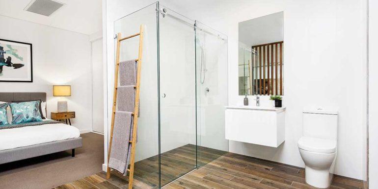 Bathroom-(and-part-of-bedroom)-377A1684-©Karen-Watson