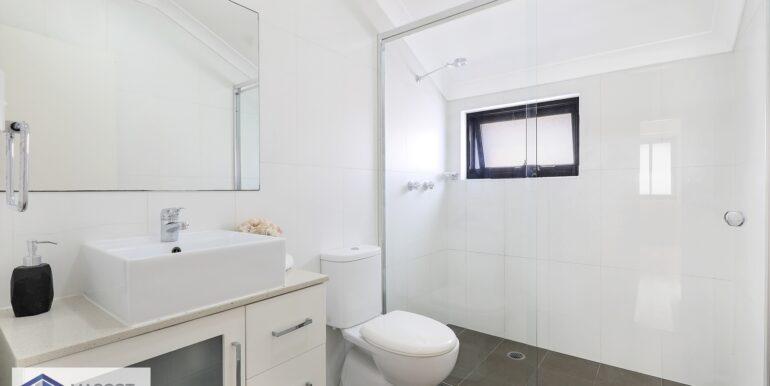 6_LR_Bathroom (1)