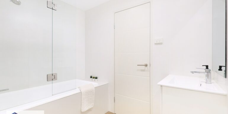 191_548-568_Canterbury_Rd_Campsie_Bathroom_low