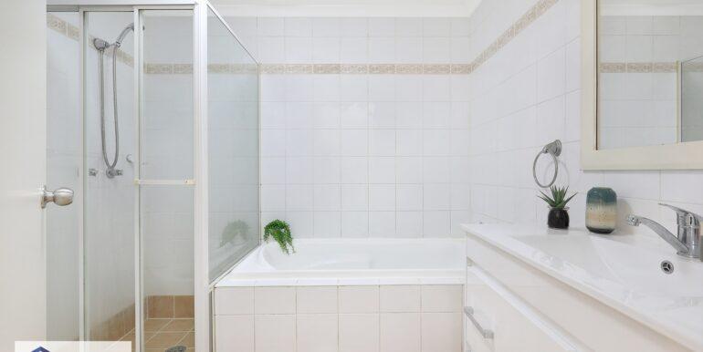 9_2-4_Cairns_St_Riverwood_Bathroom_low