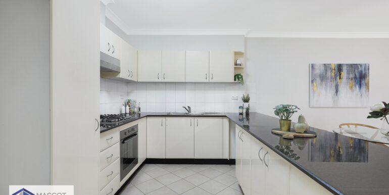 9_2-4_Cairns_St_Riverwood_Kitchen_low