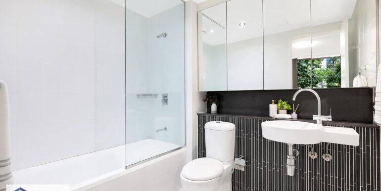428_5_Defries_Ave_Zetland_Bathroom_low