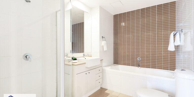 341_9_Rothchild_Ave_Rosebery_Bathroom_low